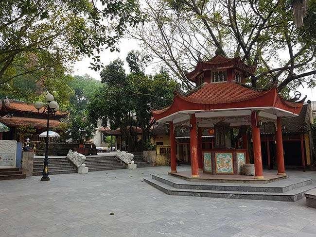 Đền Bà Chúa Kho được xây dựng rất khang trang để phục vụ khách du lịch và phật tử gần xa