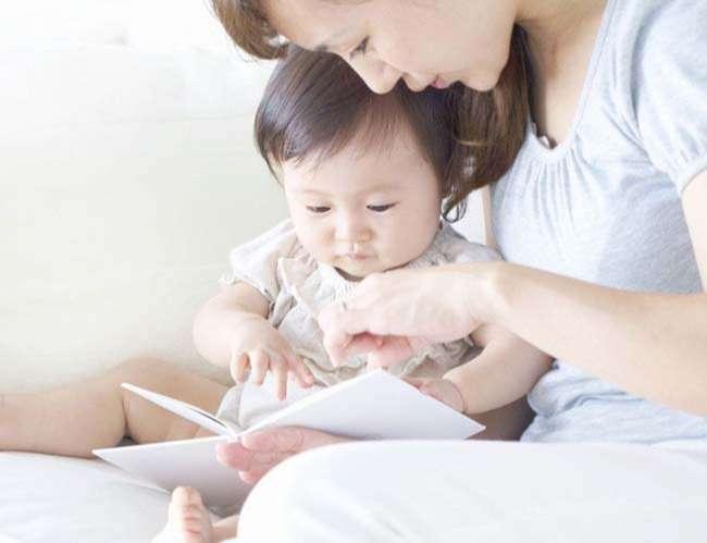 Bố mẹ là người đóng vai trò quan trọng trong quá trình dạy và thúc đẩy phát triển ngôn ngữ cho trẻ chậm nói