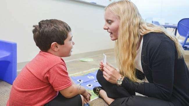 Các hoạt động giúp tăng cường việc hiểu lời nói
