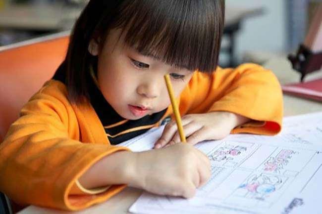 Cần chú ý tăng khả năng tập trung cho trẻ để thích nghi tốt với môi trường mới