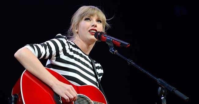 Ca sĩ Taylor Swift thể hiện những ca khúc Đồng quê