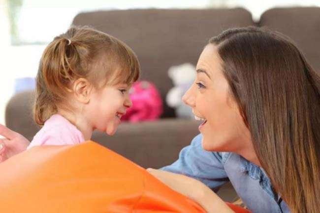 Cha mẹ nên tích cực hơn trong việc giao tiếp với con