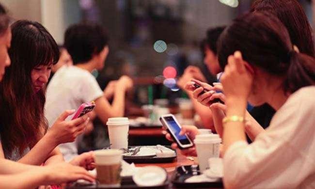 Facebook dễ dàng gây nghiện với giới trẻ