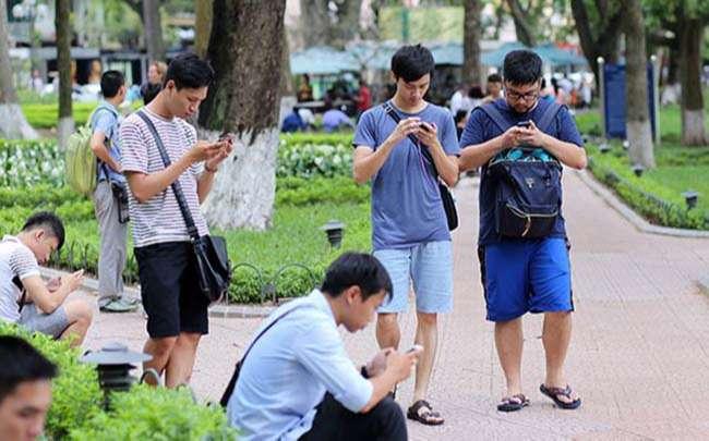Giới trẻ sử dụng mạng xã hội trung bình 7 giờ mỗi ngày