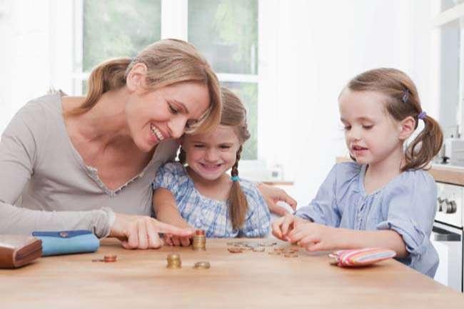 Hãy dạy con phân biệt tiền và cách tiết kiệm từ khi con biết đếm