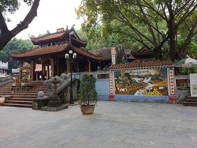 Khuôn viên Đền Bà Chúa Kho