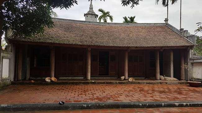 Khung cảnh tĩnh mịch, yên bình bên trong chùa Bút Tháp