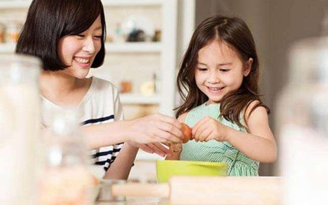 Luôn giữ sự vui vẻ liên tục để trẻ chú ý và muốn tiếp tục học và tương tác