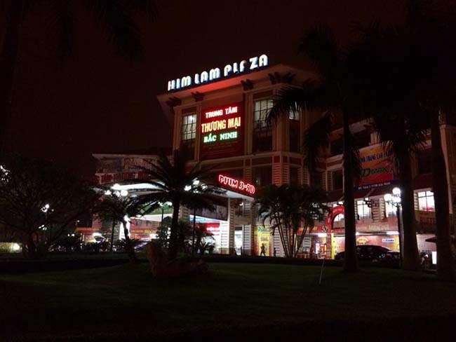 Trung tâm thương mại Him Lam Plaza là nơi thu hút rất nhiều bạn trẻ đến vui chơi tại thành phố Bắc Ninh