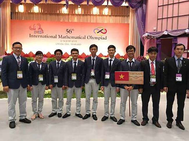 Đội tuyển Việt Nam dự thi IMO 2015.
