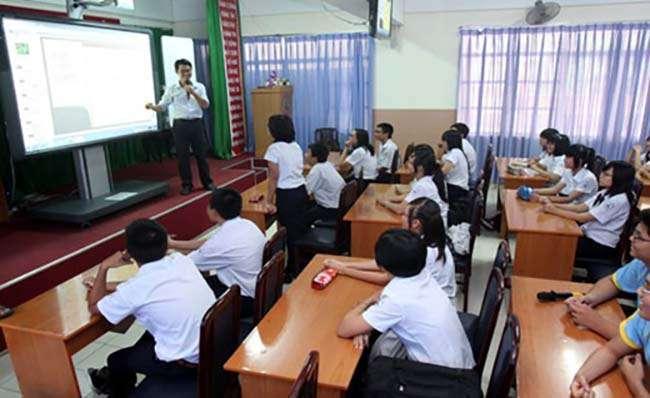 Học qua các bài giảng trình chiếu của thầy cô giáo