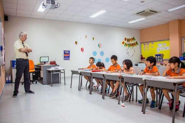 Tham quan trực tiếp giúp bố mẹ quan sát thực tế môi trường học tập của trẻ