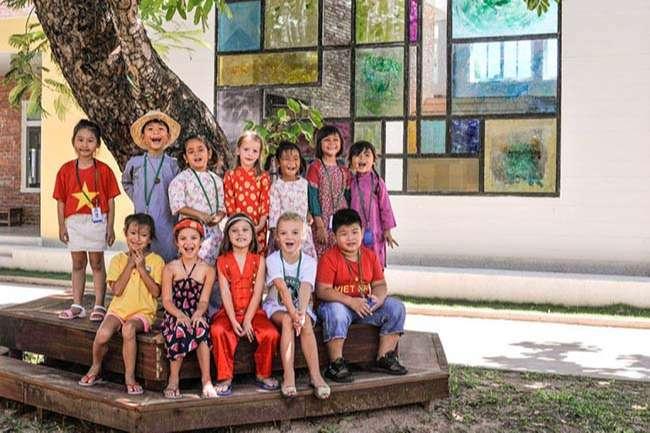 Trẻ sớm làm quen với nền văn hóa từ nhiều quốc gia tại trường quốc tế là điểm cộng giúp con dễ dàng hội nhập thế giới