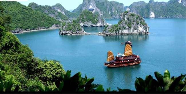 Vịnh Hạ Long được UNESCO công nhận là di sản thiên nhiên thế giới năm 2000