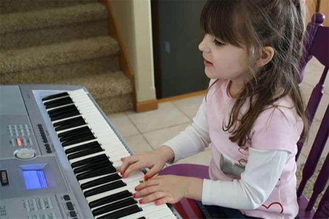 thực hành một bài nhạc nhạc trên đàn organ