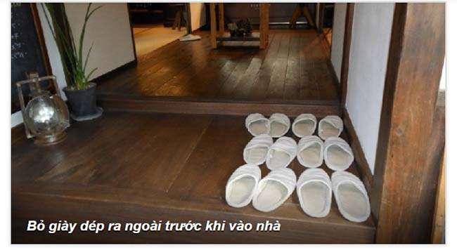 Bỏ giày dép ra ngoài trước khi vào nhà