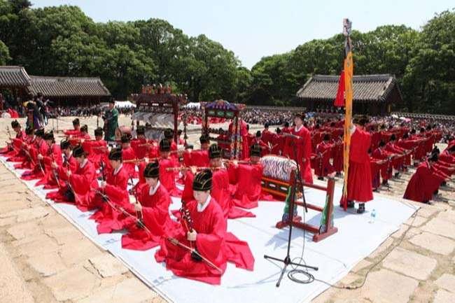 Jongmyo Jeryeak ( 종묘제례악 ) – Nhạc tế lễ Jongmyo