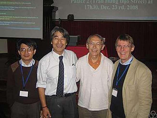 Từ trái sang Ngô Viêt Trung, Kyoji Saito, Frederic Pham, Gert-Martin Greuel tại Oberwolfach 2009