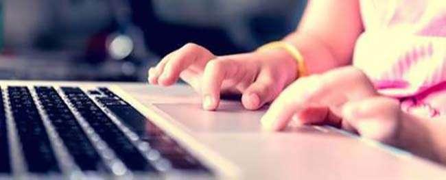 Các trường học chuyển sang học trực tuyến để đối phó với dịch bệnh Covid-19