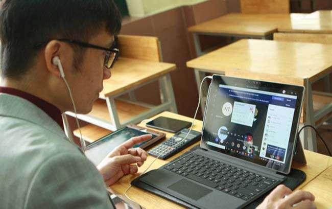 Giáo viên Trường THCS & THPT Nguyễn Tất Thành (Hà Nội) dạy trực tuyến