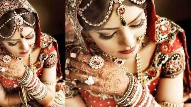vẽ Henna còn là một phần không thể thiếu trong đám cưới truyền thống