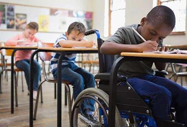Không có trường đặc biệt cho trẻ em khuyết tật