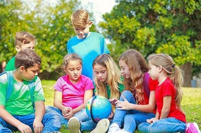 Trẻ con không cần phải nhập học sớm