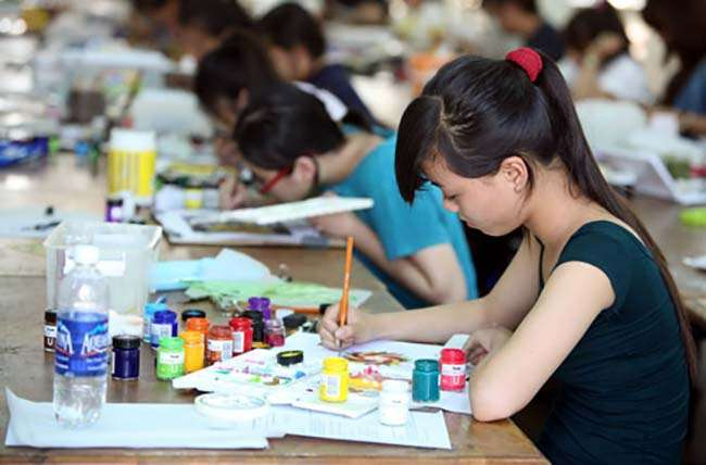 Khối H gồm 3 môn thi là Ngữ văn, Vẽ năng khiếu 1 và Vẽ năng khiếu 2